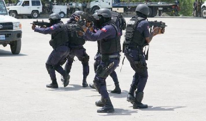 Haïti Justice: Opération policière àHaïti Justice: Opération policière à Village de DieuVillage de Dieu